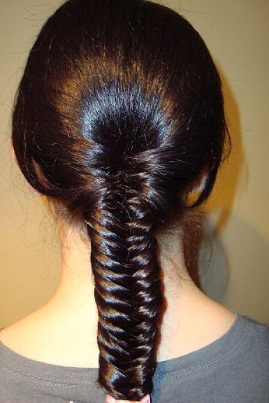 Волосы делятся прямым пробором