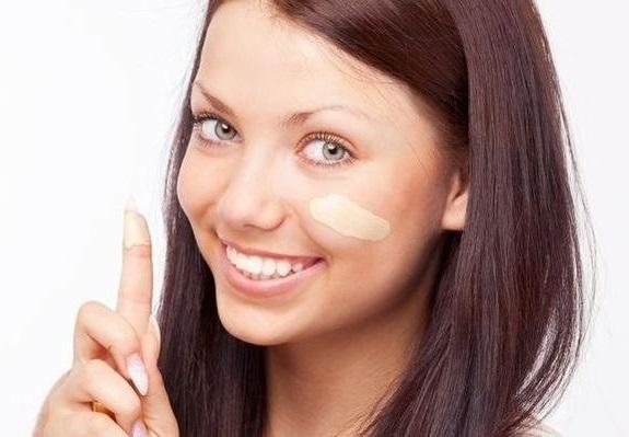 как наносить тональный крем на лицо