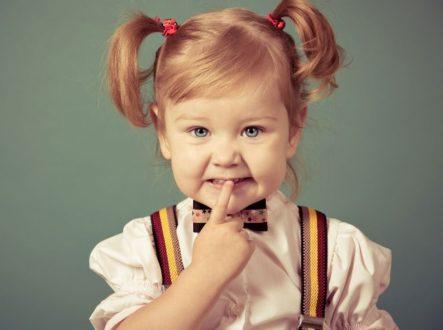 Маленькая девочка с хвостиками