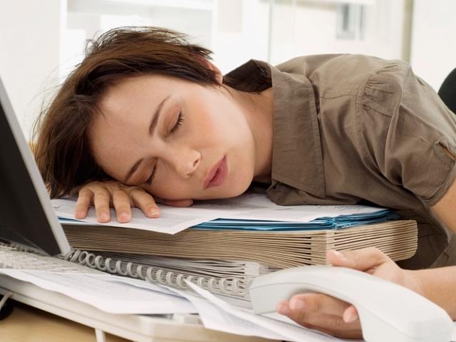 тянет в сон на работе
