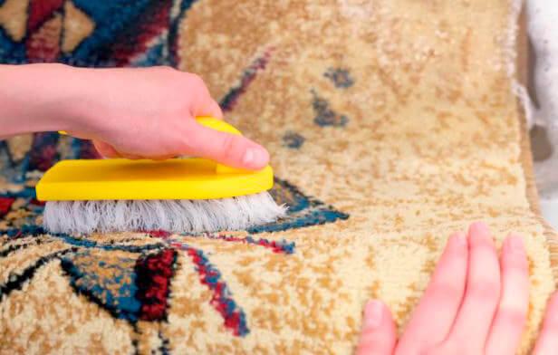 пятно на ковре - как отчистить ковер