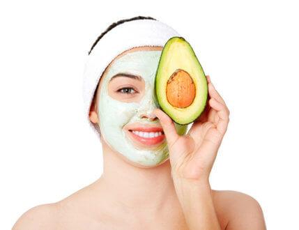Домашняя маска для лица от морщин из авокадо, лимона и пырея